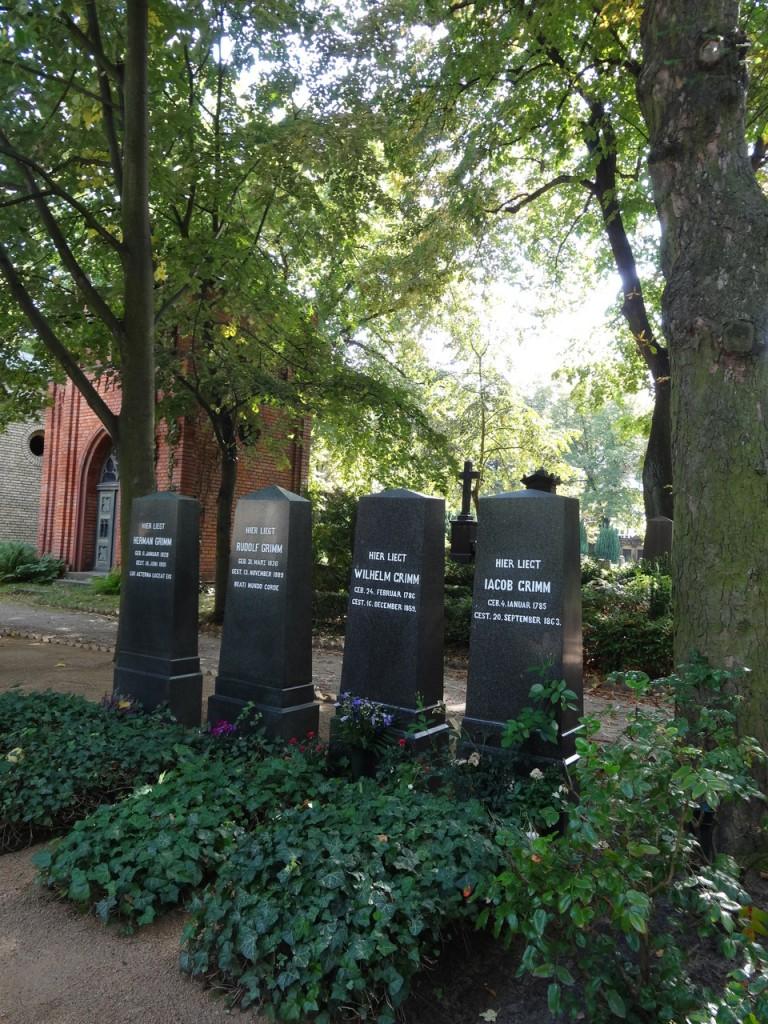 """""""T'es allé voir quoi à Berlin? - Les tombes des frères Grimm..."""""""